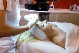 veido odos valymas ir  kosmetiniai masažai