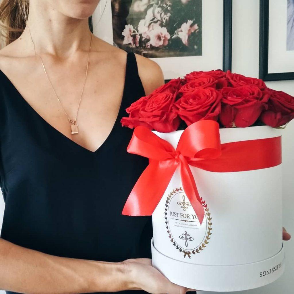Gėlės dėžutėje, gėlių puokštės su pristatymu Vilniuje