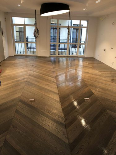 Medinių grindų alyvavimas, terasų ir kitų medinių paviršių atnaujinimas