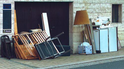 Senų baldų išvežimas arba kodėl jų vieta tikrai ne pamiškėje
